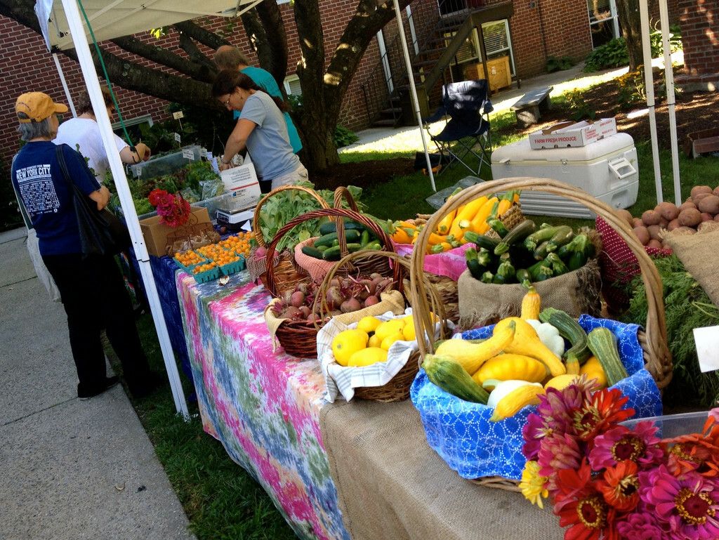 Farmer's Market at St. Luke's
